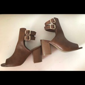 Brown leather peep toe bamboo booties, size 6